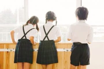 私立小学校に通わせるのはメリットだらけ?共働き家庭でも通える?